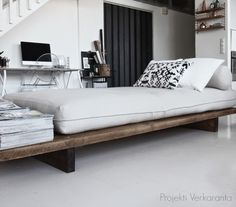 home make your own day bed daybed ideas outdoor diy mattress Daybed Room, Diy Daybed, Daybed With Trundle, Daybed Ideas, Plywood Furniture, Sofa Furniture, Furniture Ideas, Furniture Removal, Furniture Companies