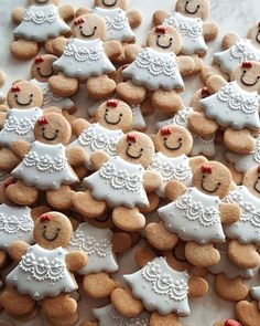 Image discovered by Alina. Find images and videos about food, girly and inspiration on We Heart It - the app to get lost in what you love. Gingerbread Man Cookies, Christmas Gingerbread, Noel Christmas, Christmas Desserts, Christmas Treats, Holiday Treats, Fancy Cookies, Holiday Cookies, Sugar Cookies