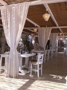 Pinky beach restaurant , Super paradise !