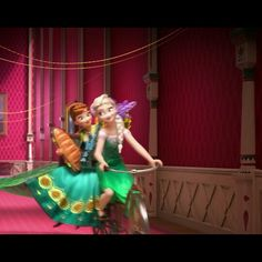 AHHHHHHHHHHHHHH ELSAS MAKING IT UP TO ANNA!!!!! THERE RIDING THEIR BIKES AROUND THE HALLS *hyperventilating* FROZEN FEVER. It's a short.