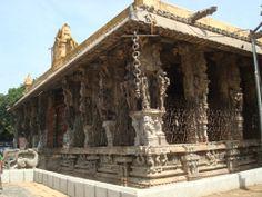 காஞ்சி வரதராசர் கோயிலில் (சங்கரராமன் நினைவுக்கு வருகிறாரா) உள்ள நூறு கால் மண்டபம் இதனை தெலுங்கு நாயக்கர்கள் தமிழ்நாட்டை ஆண்டபோது கட்டியதாக கூறப்படுகிறது. இதில் நீங்கள் காண்பது கல் சங்கிலி. (Kanchipuram Varatharasar temple, 100 pillar hall-stone chain)