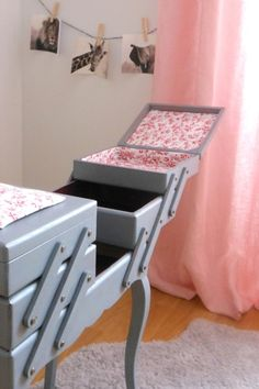 I love this idea! My Sewing Room, Sewing Rooms, Coin Couture, Vintage Sewing Box, Diy Organisation, Shabby Chic Bedrooms, Small Furniture, Diy Projects To Try, Blog Couture