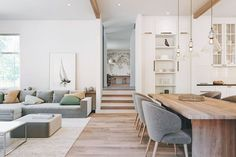 Home Interior Vintage Living Room Wood Floor, Home Living Room, Living Room Designs, Living Room Decor, Living Spaces, Dining Room, Apartment Living, Dining Bench, Living Room Inspiration