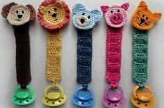 With this pattern by Crochet Spot Patterns you will lear how to knit a Pacifier Holder with Animals step by step. It is an easy tutorial about animal to knit with crochet or tricot.Pacifier Holder with Animals pattern by Rachel Choi. Great gift idea for a
