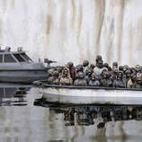 Banksy the artist spoofs Disneyland, in photos. The artist known for his satirical street art thinks big with his 'Dismaland' resort in England. Banksy Graffiti, Bansky, Banksy Artwork, Disneyland, Refugee Boat, Graffiti Spray Paint, Attraction, White Cliffs Of Dover, Street Art
