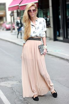 Side swept hair/outfit
