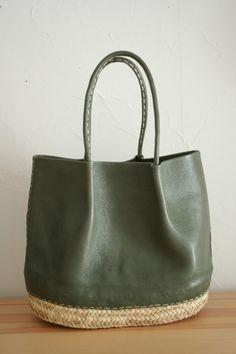 accessoires de mode : sac cabas en cuir et fibres végétales, vert kaki, vannerie, matières naturelles
