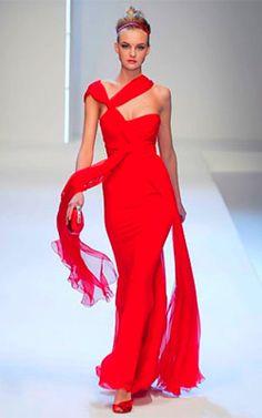 ¡Llama su atención! Los hombres sienten mucha más atracción cuando observan a las mujeres que se visten de rojo.