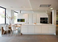 Gorgeous +SEGMENTO polar white kitchen with an integrated Aquarium Kitchen Ideas 2018, Küchen Design, Interior Design, Studio Design, Cocina Office, Interior Minimalista, Studio Kitchen, Kitchen Gallery, Functional Kitchen