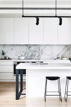 Minimalist Kitchen Design and Style, Contemporary Kitchen Designs 2018 What for Dummies - kindledecor Modern Kitchen Interiors, Contemporary Kitchen Design, Interior Design Kitchen, Modern Interior, Kitchen Designs, Farmhouse Kitchen Decor, Home Decor Kitchen, Apartment Kitchen, Kitchen Ideas