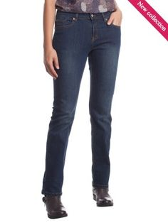 I jeans devono essere scuri e dritti. E' importante che le tasche posteriori siano alte e centrate. jeans should be regular cut and dark. Back pockets should be high enough and centered My Jeans, Push Up, Pockets, Dark, Pants, Shopping, Beautiful, Style, Fashion