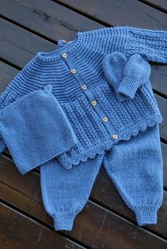 Diy Crafts - Ravelry: Project Gallery for Dale Baby pattern by Anne-Kirsti Espenes Baby Boy Knitting Patterns, Baby Cardigan Knitting Pattern, Crochet Baby Cardigan, Knit Baby Sweaters, Crochet Baby Clothes, Free Baby Blanket Patterns, Baby Patterns, Layette Pattern, Pram Sets
