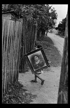 Mexico City (Photo by Henri Cartier-Bresson) Henri Cartier Bresson, Magnum Photos, Mexico City, Candid Photography, Street Photography, Art Beauté, Walker Evans, Photographer Portfolio, French Photographers