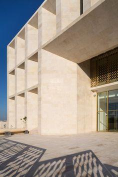 Toulkarem-Courthouse_Palestine_AAU-ANASTAS_dezeen_936_5.jpg (936×1404)