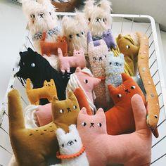 Handmade Home Decor Sewing Toys, Sewing Crafts, Sewing Projects, Handmade Home Decor, Handmade Toys, Alpaca Peluche, Softies, Diy Y Manualidades, Fabric Toys
