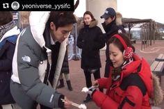 Awwww so cuteee. Her earmuffs, her voice 😍 and how she fed the cake to others. Yoo Yeon Seok is so sweet too #그날의분위기 #문채원 #유연석 #yooyeonsuk #moonchaewon