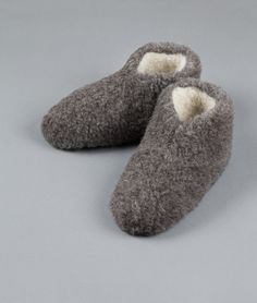 Hjemmesko Mørkegrå (Lav model) - The Cozy Sheep Sheep, Villa, Slippers, Cozy, Fashion, Moda, La Mode, Fasion, Slipper