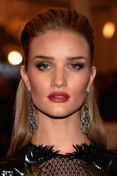 Rosie Huntington-Whiteley: Met gala 2013 with soft smoky eyes and rose pink lips.