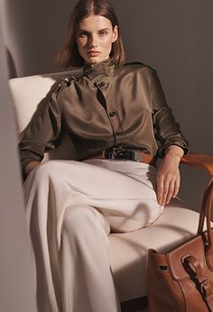 Get inspired and discover Ralph Lauren Icon trunkshow! Shop the latest Ralph Lauren Icon collection at Moda Operandi. Ralph Lauren Style, Ralph Lauren Collection, Ralph Lauren Looks, Vogue Editorial, Editorial Fashion, Ralph Lauren Womens Clothing, Mode Editorials, Outfit Look, Winter Mode