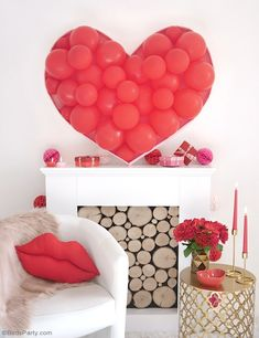 DIY Balloon & Fronds Tropical Party Centerpiece - learn to craft this stunning but easy to make garland for your party table, photo booth or birthday decor! Diy Wedding Backdrop, Diy Backdrop, Backdrops, Small Balloons, Heart Balloons, Balloon Backdrop, Balloon Columns, Photos Booth, Festive Crafts