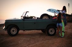 An Eyeful Of Two Gorgeous Girls And Their Vintage Land Rover. Two of our favorite things. Coventry, Range Rover Off Road, Automobile, Land Rover Series 3, Beach Cars, Jeep Camping, Go Car, Good Old Times, Jeep 4x4