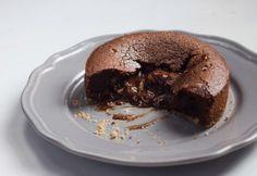Устроим настоящий ресторан у себя дома — Шоколадный фондан с карамелью