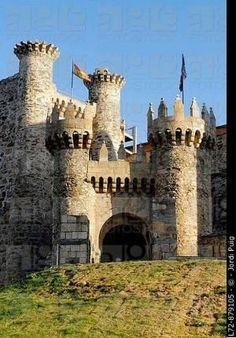 Templar castle Ponferrada Way of St James. Leon province Castilla-Leon Spain by allisonn Templar castle Ponferrada Way of St James. Leon province Castilla-Leon Spain by allisonn Castle Ruins, Castle House, Medieval Castle, Beautiful Castles, Beautiful Buildings, Beautiful Places, Photo Chateau, Château Fort, Castle In The Sky