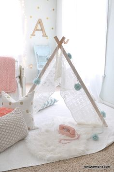 Tutorial for the tent. I just love the colors. The gold polka dots, the pink, the soft blues...
