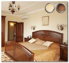 спальня с коричневой мебелью
