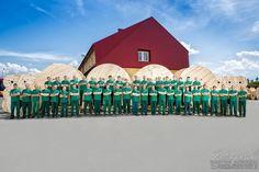 Fotograf przemysłowy. Jak wykonać zdjęcie grupowe pracowników. www.zdjecia-reklamowe.pl #zdjeciareklamowe #sesjereklamowe #fotograf #reklamowy
