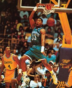 De esos Hornets que era harto fan Pro Basketball, Basketball Pictures, Basketball Legends, Basketball Players, Charlotte Basketball, Top Nba Players, Byron Scott, Kobe Bryant Michael Jordan, Inside The Nba