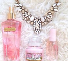 Join me to win the Snow White Statement Necklace from Happiness Boutique!