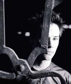 Keanu Reeves - Biography 09.2000