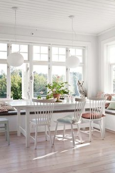I'm a sucker for this fine looking photo Sunroom Dining, Dinner Room, House With Porch, Scandinavian Interior, Interior Inspiration, Kitchen Remodel, Outdoor Furniture Sets, Kitchen Design, New Homes