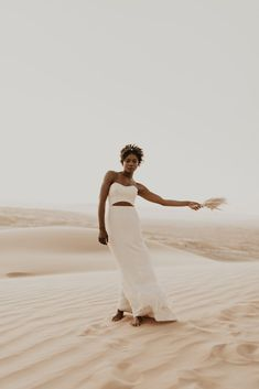 Desert Sand Dune Wedding Inspiration with Natural Hair Ideas for Black Brides – Tor Hawley – The LAW Bridal 40 Go natural on your wedding day! Here's the inspiration you need! #bridalmusings #bmloves #wedding #weddinginspo #weddinginpiration #naturalhair #natural #curls #curly #naturalcurls #weddingdress #bridalgown #inspiration