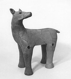 The deer which looks back. The Kofun period CE) art, Haniwa terracotta clay figure. Ceramic Animals, Clay Animals, Old Best Friends, Prehistoric Animals, Japanese Ceramics, Clay Figures, Indigenous Art, Spirit Animal, Japanese Art