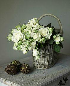 ♆ Blissful Bouquets ♆ gorgeous wedding bouquets, flower arrangements & floral centerpieces - white roses in wicker basket Deco Floral, Arte Floral, Floral Design, Design Art, Interior Design, My Flower, Fresh Flowers, Beautiful Flowers, Cut Flowers
