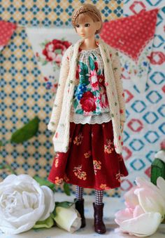 Sugarbabylove  Rose set for Momoko by SugarbabyloveDoll on Etsy. Why can't Barbies look like this, and have clothes this??!!