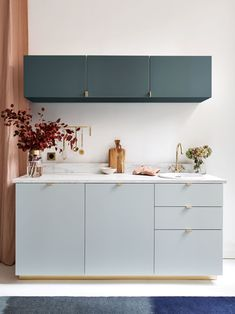 Different coloured units within the same colour range. I like the colour combination in this image as well as the colours individually. Kitchen Vinyl, Ikea Kitchen, Kitchen Decor, Interior Modern, Home Interior, Kitchen Interior, Minimal Kitchen Design, Kitchen Colour Combination, Cheap Bathrooms