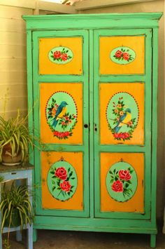 LAS VIDALAS - oh my gosh, this painted armoire
