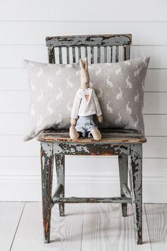 Peony & Sage   Kuddfodral Mini Hare Gustavian Grey 40/60   Matilde & Co   Handla online