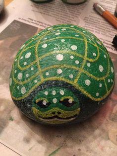 Sea Turtle Painting, Pebble Painting, Pebble Art, Stone Painting, Rock Painting, Turtle Painted Rocks, Painted Rocks Craft, Hand Painted Rocks, Stone Crafts