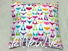 Bikini's print cushion