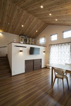 勾配天井のリビングとスキップフロアのある平屋建て住宅::横須賀市の注文住宅・土地探し・間取り