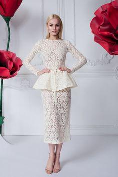 Платье «Эльза» молочное с баской — 23990 рублей