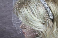 Birdcage veil, short cage veil, short wedding veil. By Bouquet by Rosa Loren, click for more details