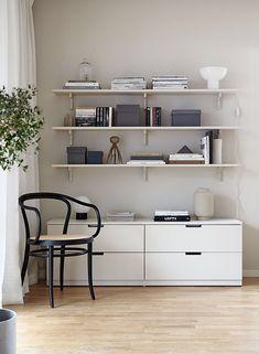 Tips på dold förvaring med Ikeas serie Nordli (Add simplicity) Ikea Inspiration, Interior Inspiration, Nordli Ikea, Ikea Algot, Hacks Ikea, Study Room Design, Ideas Hogar, 3d Studio, Ikea Bedroom