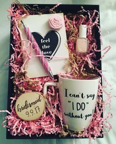 DIY Personalized Gift Basket For Anyone, Girlfriend, Kids, Mom Etc - Owe Crafts DIY Personalized Gift Baskets Diy Gifts Cheap, Easy Homemade Gifts, Simple Gifts, Easy Gifts, Personalised Gifts Diy, Handmade Gifts, Cadeau St Valentin, Cadeau Couple, Diy Gift Baskets