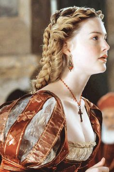 "the-garden-of-delights: ""Holliday Grainger as Lucrezia Borgia in The Borgias (TV Series, "" Mode Renaissance, Costume Renaissance, Renaissance Fashion, Renaissance Clothing, Italian Renaissance Dress, Los Borgia, Lucrezia Borgia, The Borgias, Historical Costume"