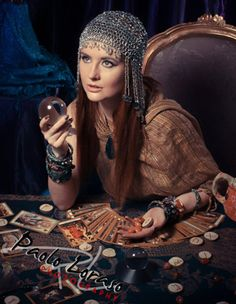 Tarot and palm reader psychic   Http://www.psychicreadinglounge.com